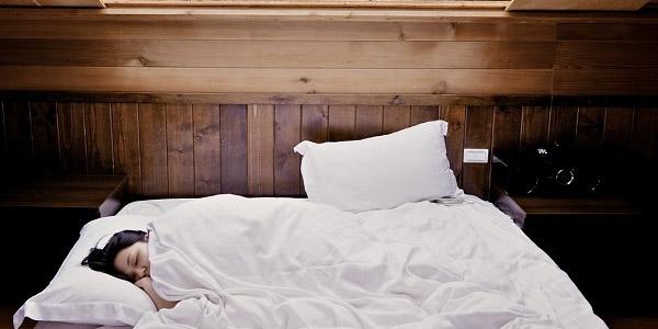 como tener un ruido blanco al dormir